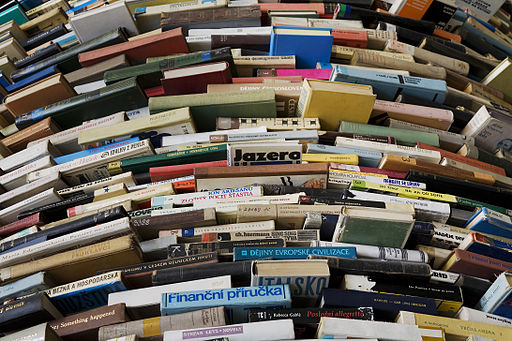 512px-A_tower_of_used_books_-_8443